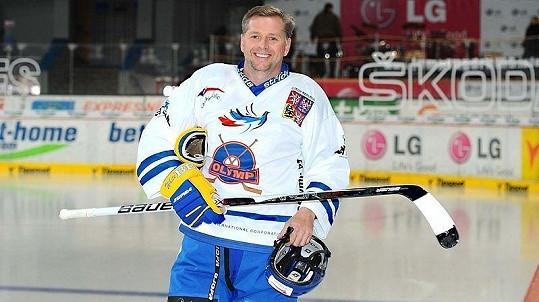 Poslanec Petr Bendl na pražském charitativním hokejovém utkání HC Olymp proti ruskému týmu Pod Flagom Dobra