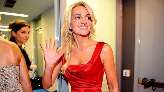 Dara Rolins na finále České Miss.