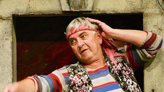 Jako Truffaldino ve Sluhovi dvou pánů. Představení mělo v Národním divadle už 400 repríz, což je ojedinělé.