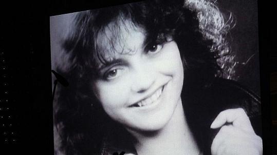 Po celou dobu trvání koncertu byly na dvou velkých obrazovkách promítány fotky mapující její kariéru