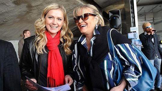 Monika Žídková a Chantal Poullain na akci, jejíž hlavní hvězdou měla být Iveta Bartošová.