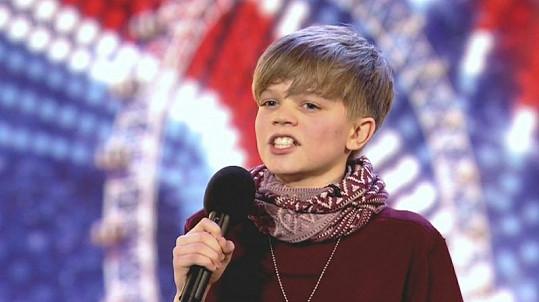 Ronan je přirovnáván ke kanadské popové hvězdě Justinu Bieberovi.