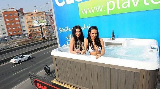Hana Svobodová a Gábina Dvořáková se společně koupaly kvůli kšeftu ve vířivce