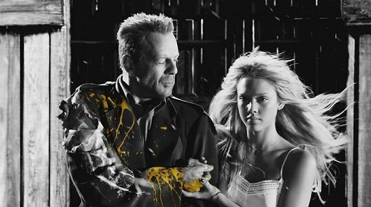 Jessica Alba si v Sin City zahrála například s Brucem Willisem.