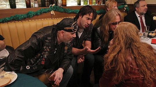 Chvilkami to vypadlo, že rockeři svatbu zkazí hospodskou rvačkou