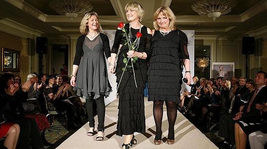Eliška Balzerová s návrhářkami Danielou Flejšarovou a Evou Janouškovou