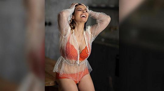 Je ráda, že v seriálu nemusí do prádla jako třeba Eva Burešová.