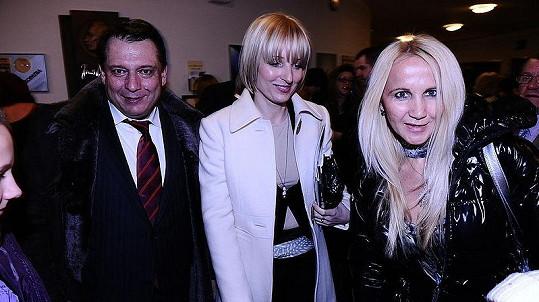 Premiéry Kata Mydláře se zúčastnil i bývalý premiér Jiří Paroubek s manželkou Petrou.
