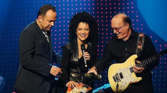 Lucie Bílá během koncertu pokřtila za doprovodu ředitele hudebního nakladatelství EMI Vladimíra Kočandrleho a rockera Petra Jandy své nové album.