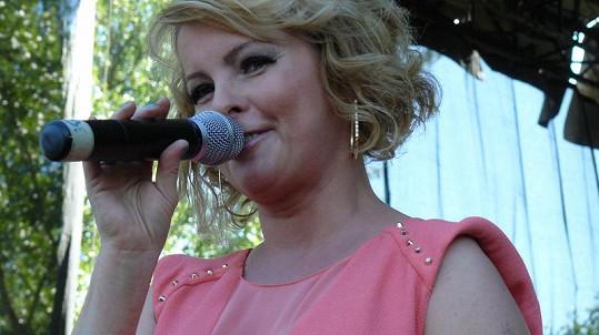 Iveta Bartošová má doma podle svých slov kuchyňskou linku ze smetiště.