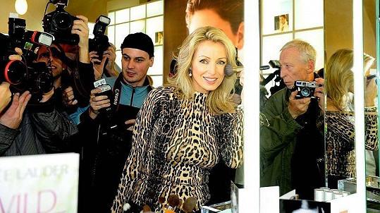 V pražské Železné ulici se zastavila i herečka Kateřina Brožová.