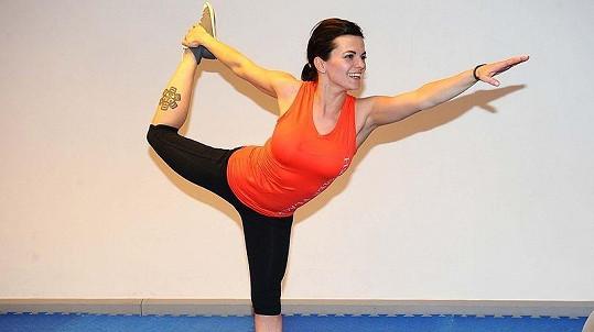 Marta Jandová zlepšuje postavu v pražském fitness centru