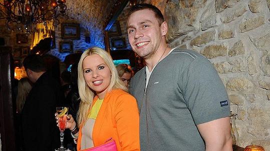 Kateřina Kristelová s manželem Martinem Tůmou na párty nového módního časopisu.
