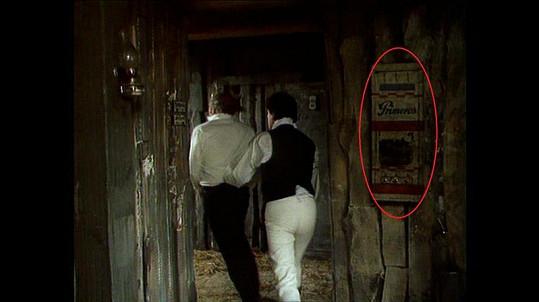 Všimli jste si někdy této kuriozity ve filmu Tři veteráni?
