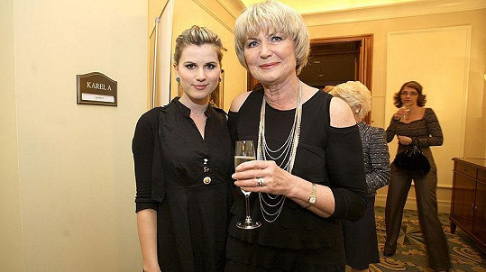 Eliška Balzerová s dcerou na módní show E.daniely