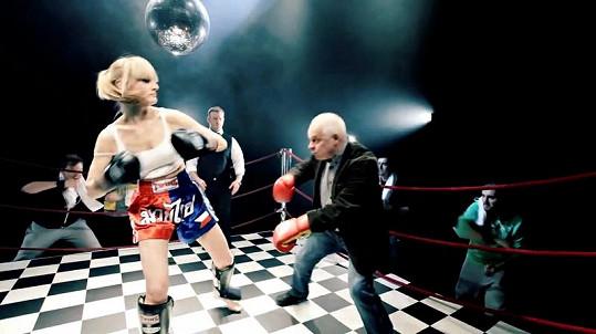 Iva Pazderková a Bohumil Klepl v ringu.