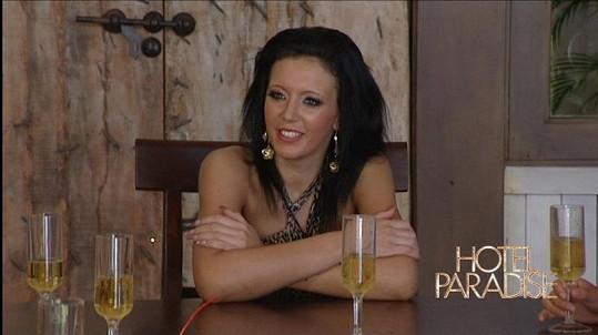 Terezu čeká rande se dvěma muži.
