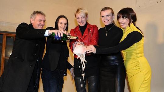 Zbigniew Czendlik, Lenka Hatašová, Leona Machálková a Nela Boudová křtí 2CD Renaty Drössler.