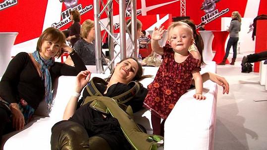Bára s maminkou Petrou Černockou a dcerou.