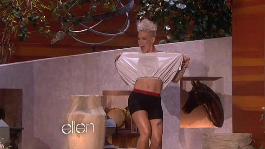 Takhle přišla Pink do show k Ellen DeGeneres.