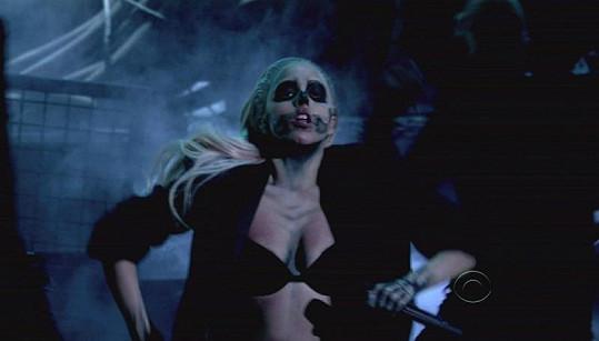 Lady Gaga jako sexy zombie.