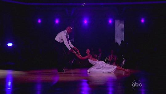 Válečný veterán J.R.Martinez soutěží v tanci.