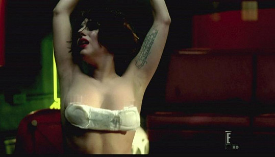 Videoklip k písni Marry the Night.