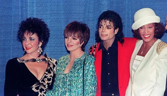 Whitney v hvězdné společnosti Elizabeth Taylor, Lizzy Minnelli a Michaela Jacksona v roce 1988.