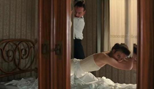 Keira Knightley v roli dívky, kterou vzrušuje bolest.