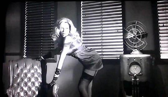 Beyoncé ve videu k písni Dance For You.