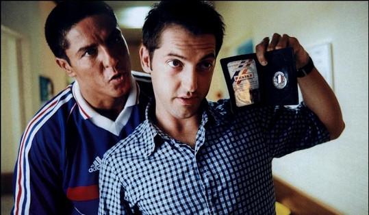Herec Samy Naceri (vlevo) s Fréderikem Diefenthalem ve filmu Taxi.