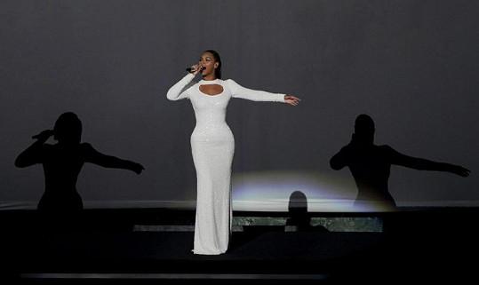 Beyoncé během charitativního vystoupení.