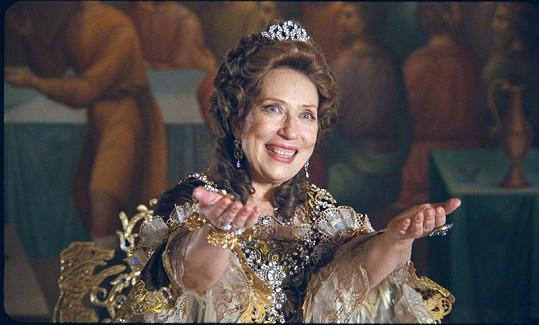 Čurikovová jako představitelka kněžny Anny Ivanovny.