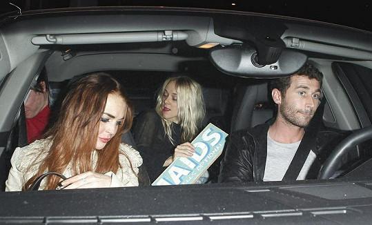 Lindsay a James odjíždí z party kamarádky Katy Perry k herečce na hotel.