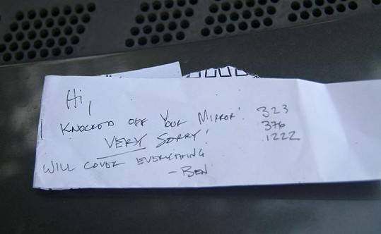 Vzkaz, který Ben nechal majiteli vozu.