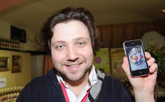 Felix mladší ukázal syna aspoň na fotce.