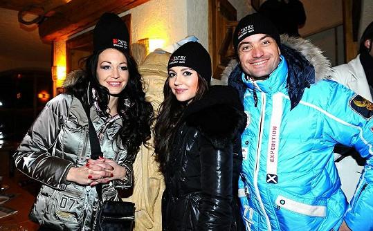 Agáta s Hankou a zástupcem tatranského resortu,kde fotila pro Playboy.