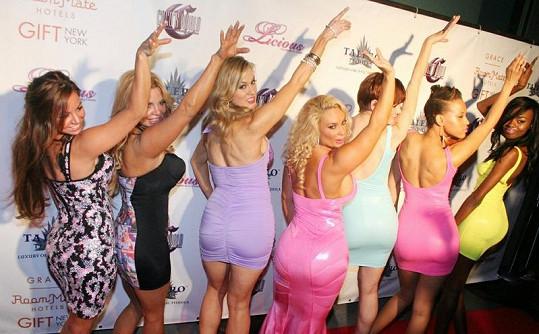 Modelky předvedly pastelové mini šaty .