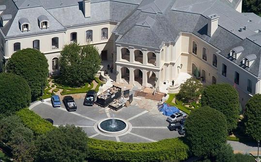 Petra si nedávno koupila toto luxusní sídlo.