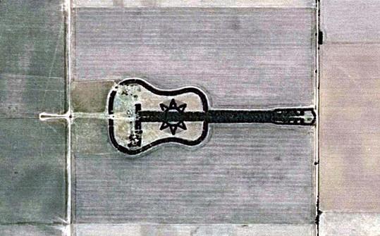 Obří kytara.