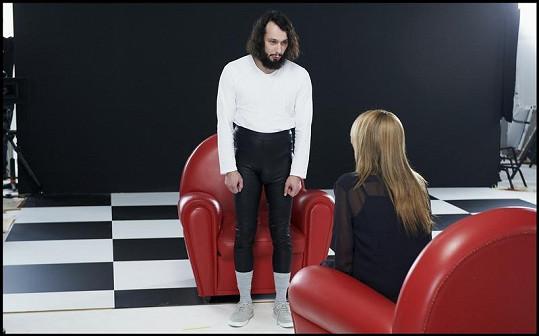 Elastické kalhoty ukázaly, že Pavel je věru obdařený herec.