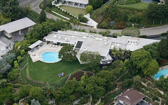 Pohled na Madonnin dům z ptačí perspektivy.
