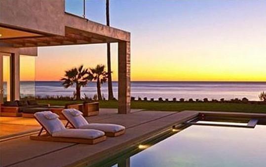 Beckhamovi se mohou koupat v moři i v bazénu.
