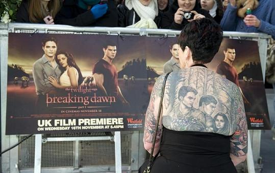 Fanynku ságy Twilight si fotili i ostatní fanoušci.