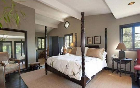 Jedna ze čtyř ložnic v hlavním domě.