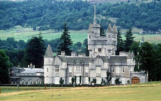 Hrad Balmoral, královnino letní sídlo.