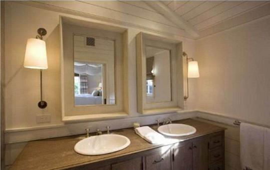 V domě se nachází prostorná koupelna.