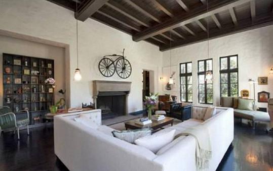 Dům byl postaven v roce 1924 ve španělském stylu.