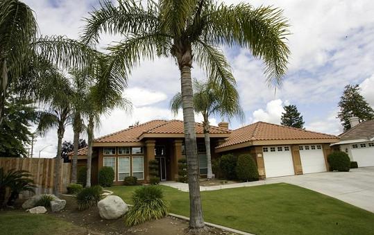 Dům v kalifornském Bakersfieldu stál 200 tisíc dolarů.
