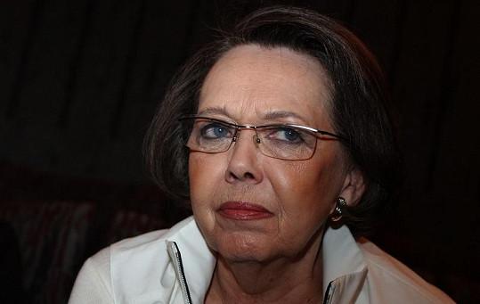 Jiřina Jirásková se necítí dobře, přesto kamarádce dodává energii.